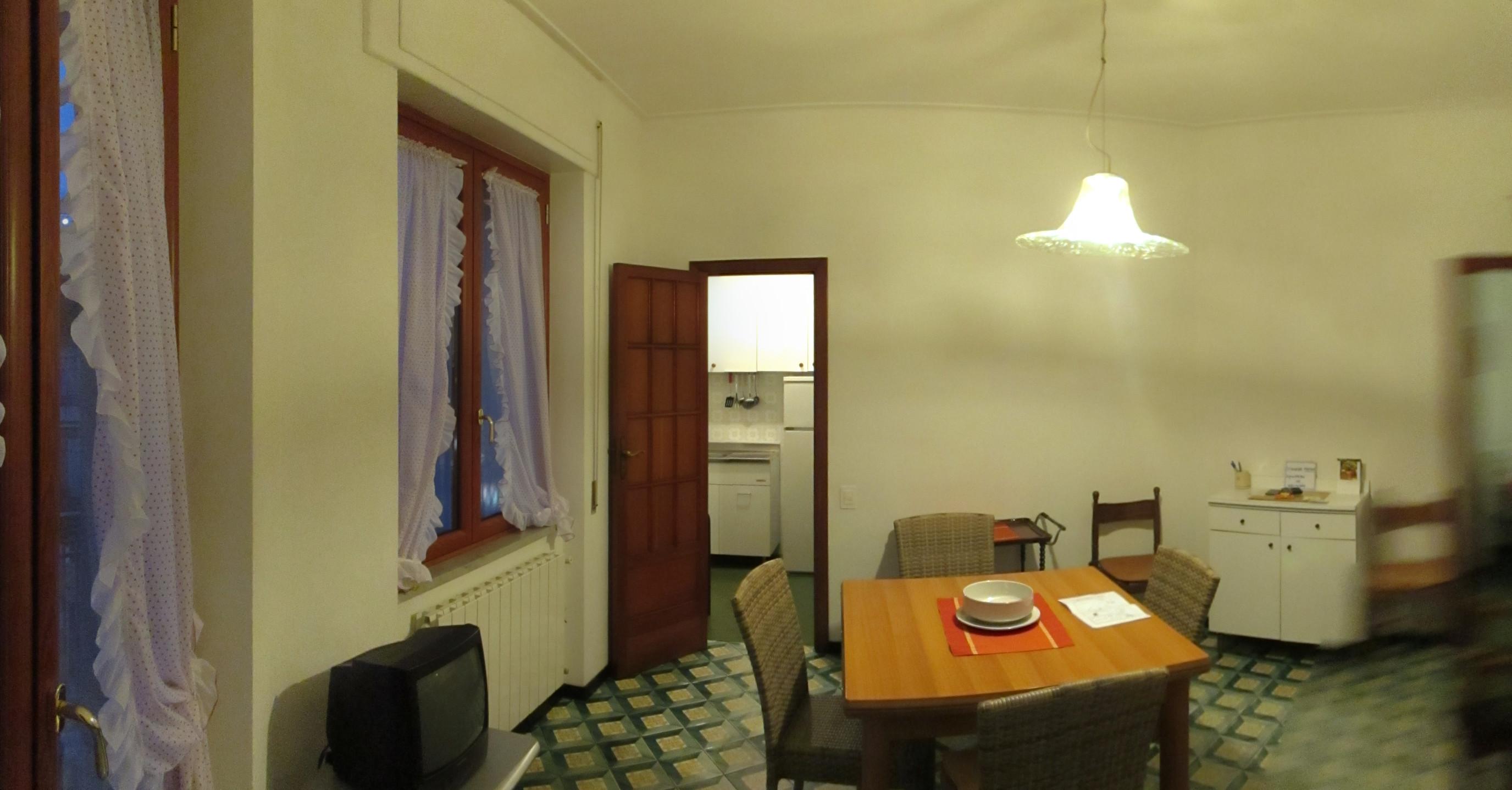 Centrale ampia metratura ideale 1 casa for Arredo bagno albenga