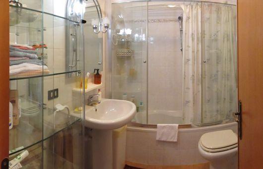Ultimo piano libero su 2 lati abitabile da subito - Arredo bagno albenga ...