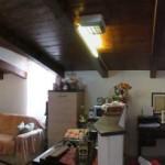 Leca di Albenga ottima mansarda ristrutturata con posto auto cintato. a  per