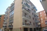 Zona stazione ferroviaria ampio 3 locali angolare con grandi balconi. Ristrutturato.