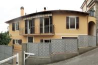 In villa  a soli 500 metri dal  mare, ottimo 3 locali  senza spese di gestione.