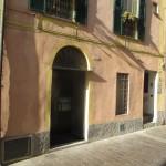 Ampio negozio angolare nel cuore del centro storico  a  per