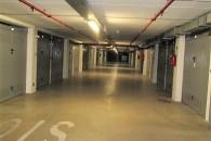 Centralissimo ampio box di oltre 20 mq. Impianti condominiali nuovi ed a norma di legge.